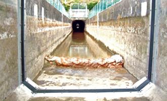 水流等に対応した水路用可とう性目地材
