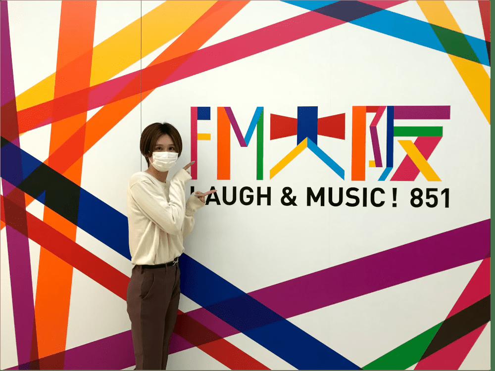 FM大阪にて記念撮影する秦選手